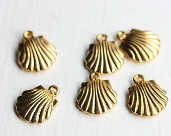 Vintage Brass Shell Charms (6x)