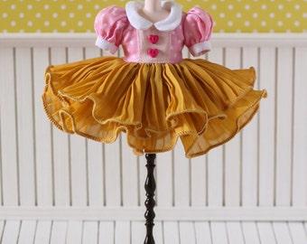 PO - Anniedollz Blythe Outfits Pleats One Piece Dress - Mango Cheese