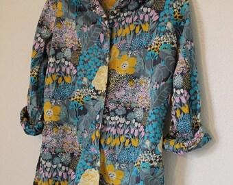Vintage 1960s floral cotton blouse garden shirt spring pastels vibrant square buttons Size Medium