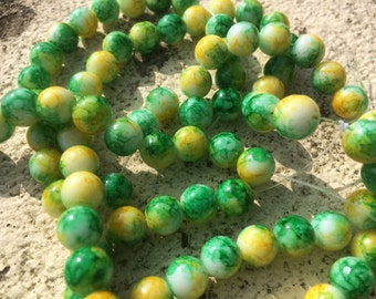 8mm spray painted green / white / yellow mottled round glass beads - 30 beads