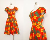 80s does 50s colorful Hawaiian print dress // fit and flair vintage dress with pockets // cotton summer dress