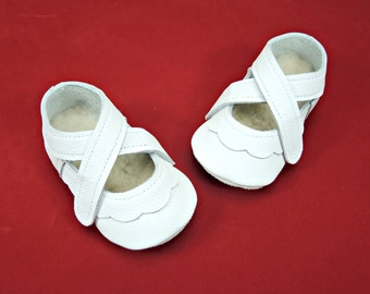 White handmade soft sole leather baby shoes.   Flower girl shoes.  Christening shoes