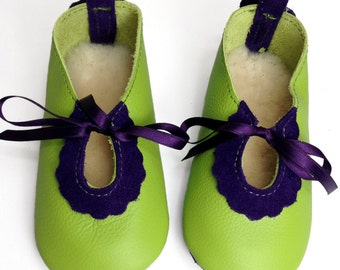 Handmade apple green and purple leather baby shoes.  Lambswool lined leather infant shoes.  Crib shoes.  Soft sole shoes. New baby
