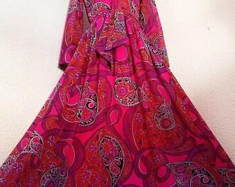 SALE :)))) SHOCKING PINK Fantasy . S . Wonderful Arabesque Paisley Print . Maxi Dress Matching Belt 70s S small