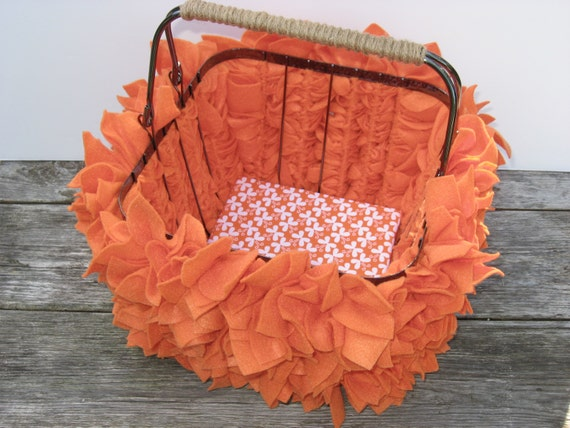 FREE SHIPPING --- Ready to Ship --- Decorative Felt Leaves Basket in Pumpkin