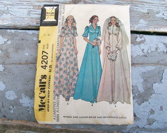 Misses/Junior BRIDE & BRIDESMAID PATTERN McCall's 1974 Carefree Wedding Size 7 Bust 31