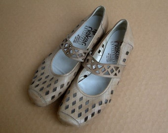 Vintage Light beige, sand leather flat sandals shoes size US 9.5, EUR 41, UK 7