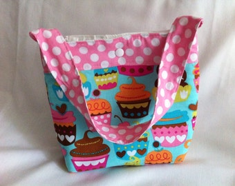 Small Lunch Tote in Cupcakes
