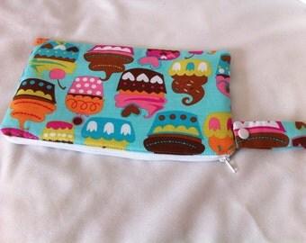 Insulated Snack Bag in Aqua Cupcakes