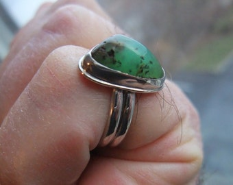 Green Chrysoprase Ring - Sterling Silver - Size Eight 8 - Bezel Set Chrysoprase Cabochon - Handmade Jewelry