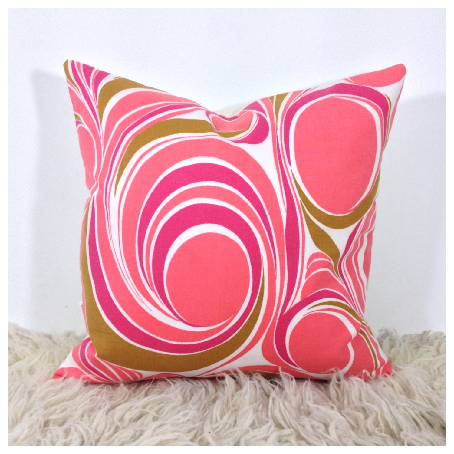 Throw Pillow Fabrics : Vintage Fabric Throw Pillow 1970s Pink Psychedelic Fabric