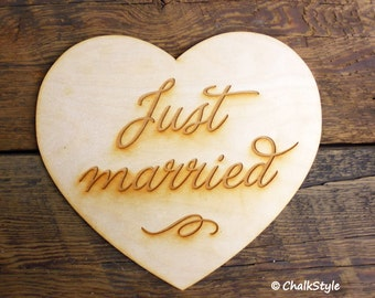 JUST MARRiED Wedding Sign Rustic SIgn PHOTO PRoP Large Heart Wooden Photobooth Props