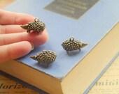 3 pcs 3D Antique Bronze Hedgehog Pendant (BC1067)