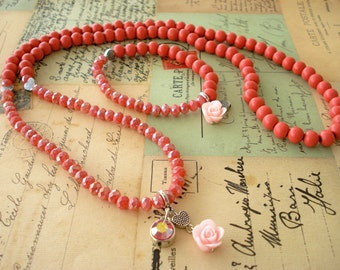Coral red wooden bead necklace and bracelet. Rose red jewelry set. Long necklace. Rouge pink necklace and stretch bracelet. Linnepin010