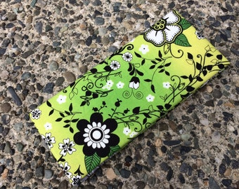 Magic Wallet - Billfold Green with Black &  White Flowers