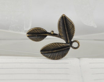 5 Charm Three Leaves Bronze Plated Victorian Pendants Charm Beads ----- 22mm x26mmmm ----- 5Pieces 2E
