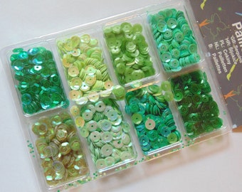 1 package of 8 different green tone sequins, 7 mm (HR14)