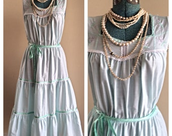 SALE Vintage Miss Dira mint green cotton nightgown / long gown / flower child / cottage chick nightgown / mint green nightie / size small