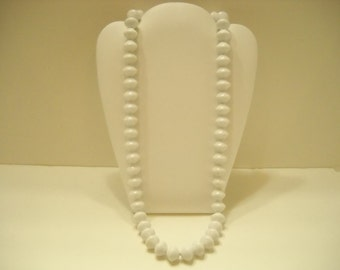 "Vintage 25"" White Plastic Beaded  Single Strand Necklace (1678)"