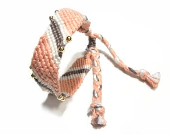 Friendship bracelet in white, salmon pink and taupe