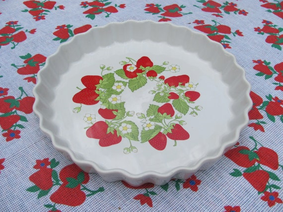 Vintage Action Brand Strawberry Ceramic Tart Pan Pie Plate