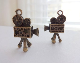 3 Darling Antique Bronze 3D Old Fashioned Movie Camera Projector Charms/Pendants