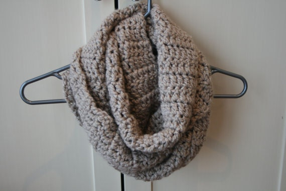 Crochet Pattern For Infinity Scarf With Buttons : Ladies Chunky Infinity Button Scarf Cowl Crochet Pattern