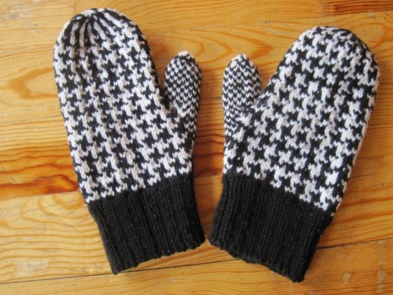 Double Knit Mitten Pattern : Wool Mittens Double Knit Black and White Dogstooth Pattern