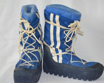 Bright Blue and White Lace Up Moon Boots with Removable Liner - Women's 8 to 8 1/2 / Men's 6