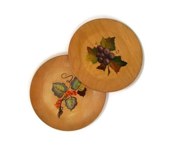Vintage 40's Wooden Plates,  Hand Painted Fruit and Flowers, Shabby Chic Decor, Grapes, Set of 2, Purple, Green, Red, Wall Hanging, Kitchen
