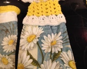 Daisy towels with crocheted toppers
