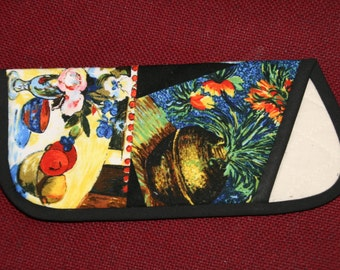 Eyeglasses case made with a beautiful fabric showcasing famous french paintings