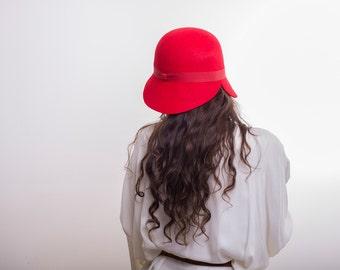 Women red felt hat / Winter handmade red felt cloche hat/ hat with brim