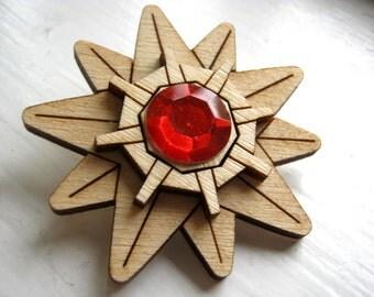 Wood Starmie Brooch