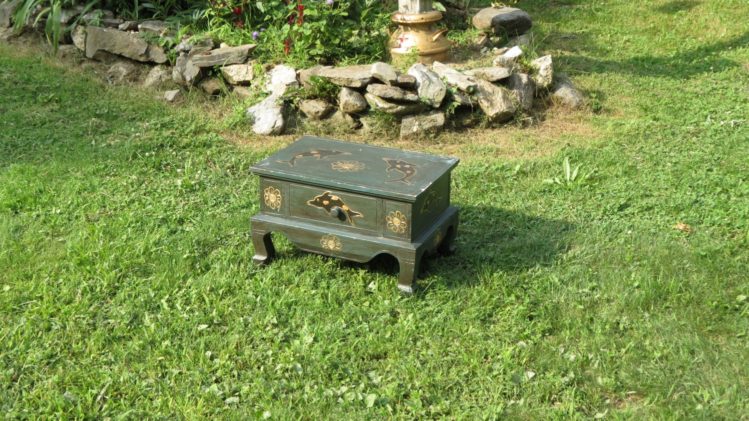 Small vintage single drawer green and gold dolphin table - Petite table haute ...