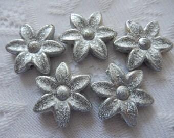 5  Silver Textured Satin Daisy Flower Acrylic Beads  30mm