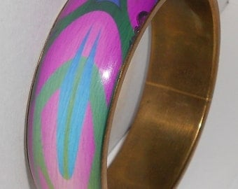 Vintage MOD bracelet brass bangle southwestern under acrylic bracelet in Fuchsia and turqoise colors 1980s jewelry