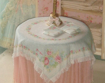 Dollhouse shabby tableclothe and napkins. 1:12 dollhouse miniature greengate table.