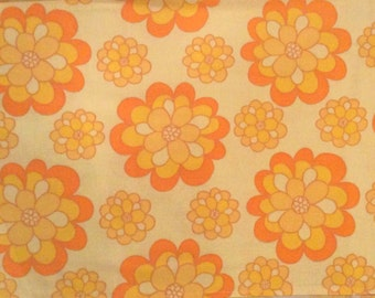 60s retro Vintage fabric. Medium cotton weight. Good condition. Lovely floral pattern. Craft