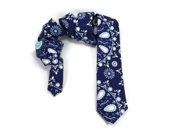 Winter blue necktie, Blue Floral tie, Ice flowers, lavender blue tie, narrow tie, frost blue skinny tie, linen tie, navy, ice, white