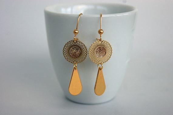 Boucles d'oreille avec pendants laiton doré filigranée