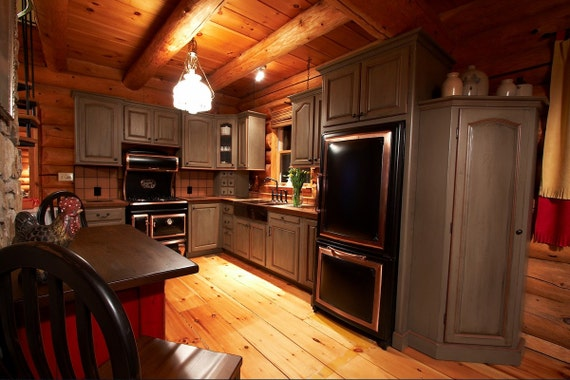 Custom kitchen cabinets cabinets made to order log home for Made to order kitchen cabinets