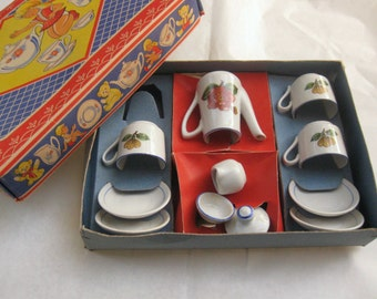 Old dolls porcelain tableware in the original box. Probably about 1960. Parts of a coffee service with flower motifs. Vintage
