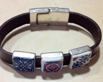 Genuine leather bracelet, with replica of portuguese tile.