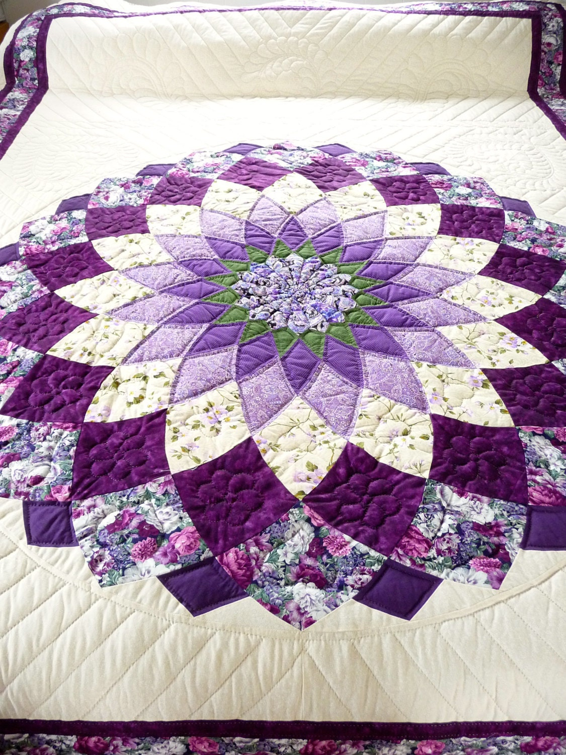 Free Traditional Quilting Patterns : Amish Quilt Giant Dahlia Pattern