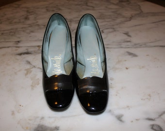 Vintage Life Stride Black Pumps Size 5.5