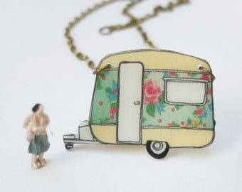 Floral vintage retro caravan necklace