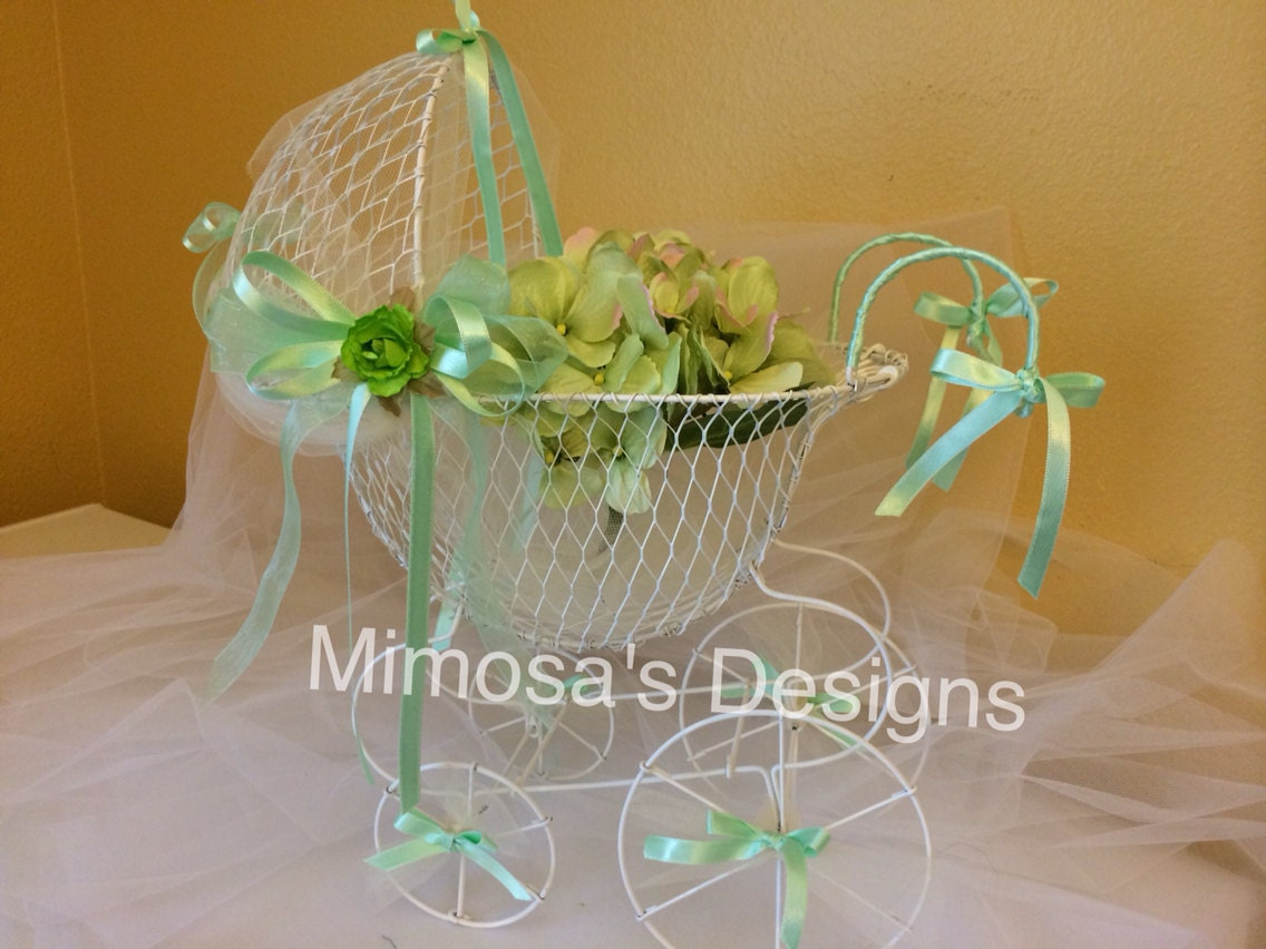 Vintage baby carriage centerpiece decorated by mimosasdesigns for Baby carriage decoration