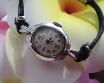 Beautiful Vintage Benrus Ladies 17 Jewel Wrist Watch that Works
