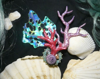 Mermaids Charm - wonderfull Hairclip with pearlescent Corals and Seashells